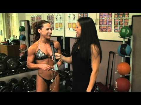 Carmen Larreal Interviews Giselle Fernandez @ SEUSA 2010