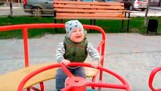 видео Що повинен уміти дитина в рік?