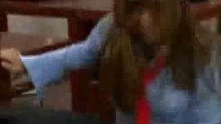 Mia agarra a Roberta - Rebelde - RBD
