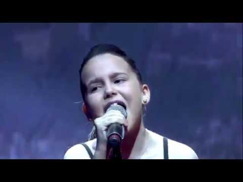 Manuela Diaz  chante   -la  Marseillaise- a l'occasion du The Main Event 3