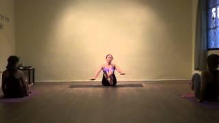 Clase de Ashtanga con Almendra de yogaenlinea.com