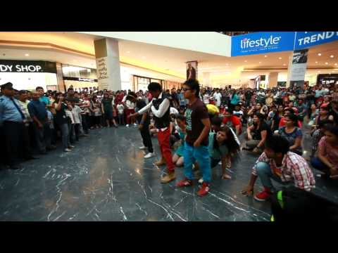 Флэшмоб - индусы красиво танцуют не только в кино! Индия, Чандигарх. 2013г.