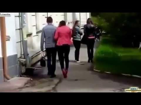 ролик тонцующей женщины на высоких каблуках