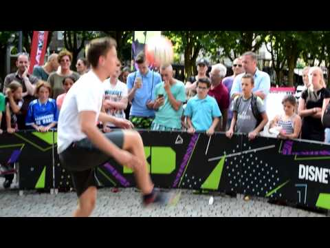 Promo KNVB Straatvoetbal - Schouwburgplein met Tom V