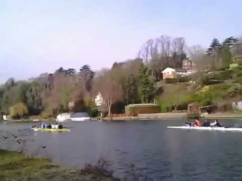 Walking along the Thames river.Reading Berkshire Uk.wmv