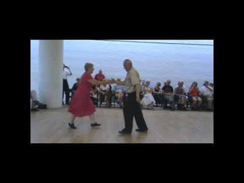 Rohkaisuryypyt halkopinolla historiaa tanssilavoilla – alle nelikymppiset miehet puuttuvat parketeilta