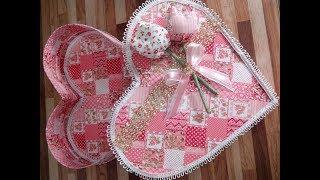 Caixa de presente em formato de coração em tecido