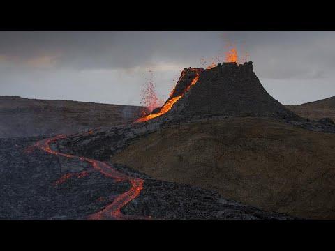 شاهد: الثوران البركاني في أيسلندا يتحول إلى نوافير من النار…  - نشر قبل 3 ساعة