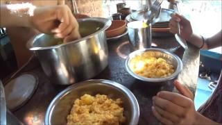 Путешествия по Индии 200. Картошка с кокосовым чатни с овощами. Готовим необычный просад в Шри Шри