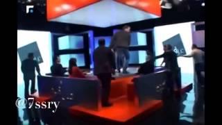 شاب لبناني عاق يضرب امه على الهواء مباشرة Lebanese man hit his mother on the air