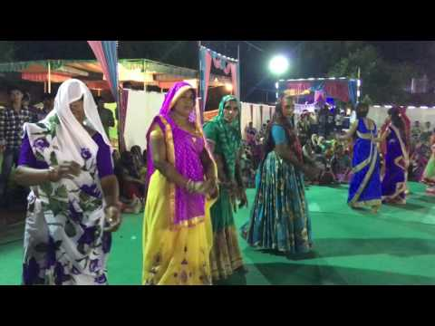 gujarat wedding young girl and aunty playing garba live video