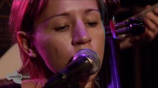 Bowerbirds - Tuck The Darkness In Sessie op Motel Mozaique 2012