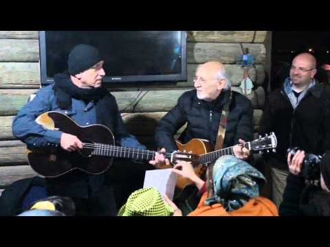 Peter Yarrow and David Broza - Blowin' in the Wind (Hebrew and English)
