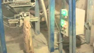 фасовщик в клапанные мешки(Пневматический фасовщик в клапанные мешки различной ёмкости. Приемный бункер на 300 кг. Для пневматической..., 2015-09-11T19:14:29.000Z)