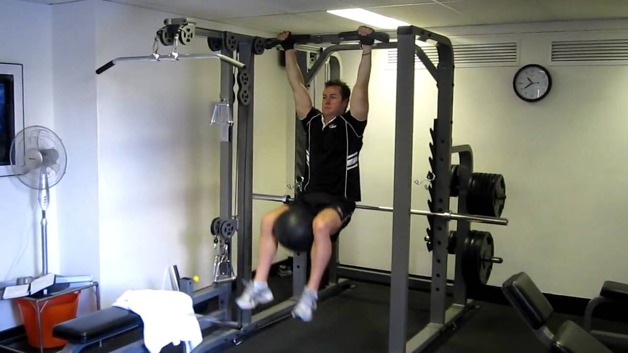 Hanging knee raises with medicine ball - Unsubscribe From Kingypt