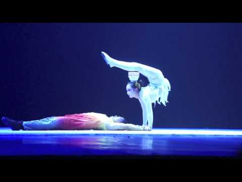 Chinese acrobats, Chaoyang Theatre