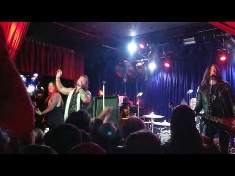 Fozzy (Chris Jericho) perform Painless at Dante's - Portland 3-15-18
