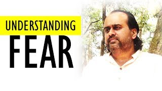 Acharya Prashant: To understand is to conquer fear