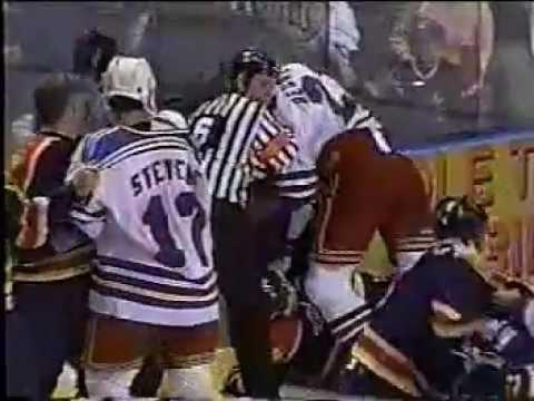 Jeff Beukeboom vs Terry Carkner Nov 11, 1998