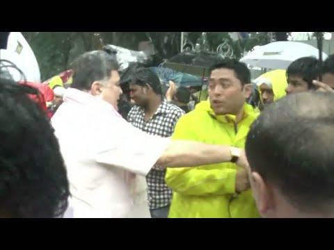 Shocking! Rishi kapoor and Randhir Kapoor slap and abuse media during Ganpati Visarjan