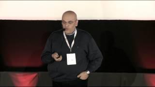 O altă perspectivă asupra medicinei de urgență | Dr. Raed Arafat  | TEDxCluj
