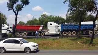 accidente de Traileres en autopista Mexico-Querétaro Carambola 14 de mayo 2015