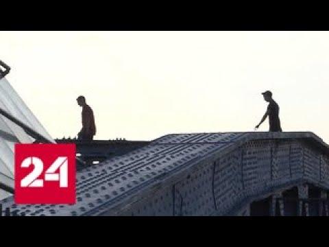В Москве любитель селфи разбился при падении с моста - Россия 24