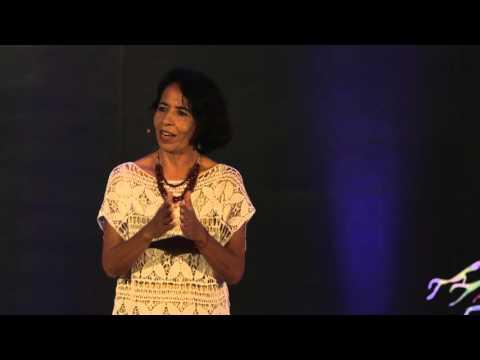 Atrévete a dejar atrás lo conocido | Celina Izquierdo | TEDxCancún
