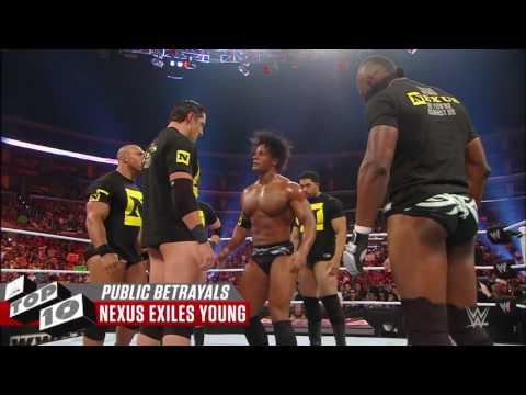 Humillantes Traiciones Publicas | WWE TOP 10