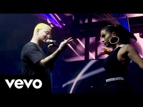 DownTown - Anitta feat J Balvin  at Viva Latino
