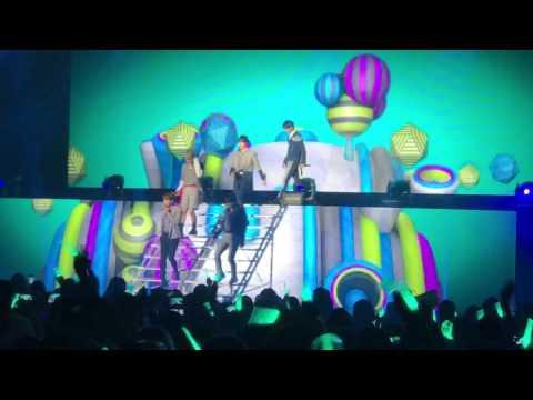 Shinee World V Los Angeles: Hello