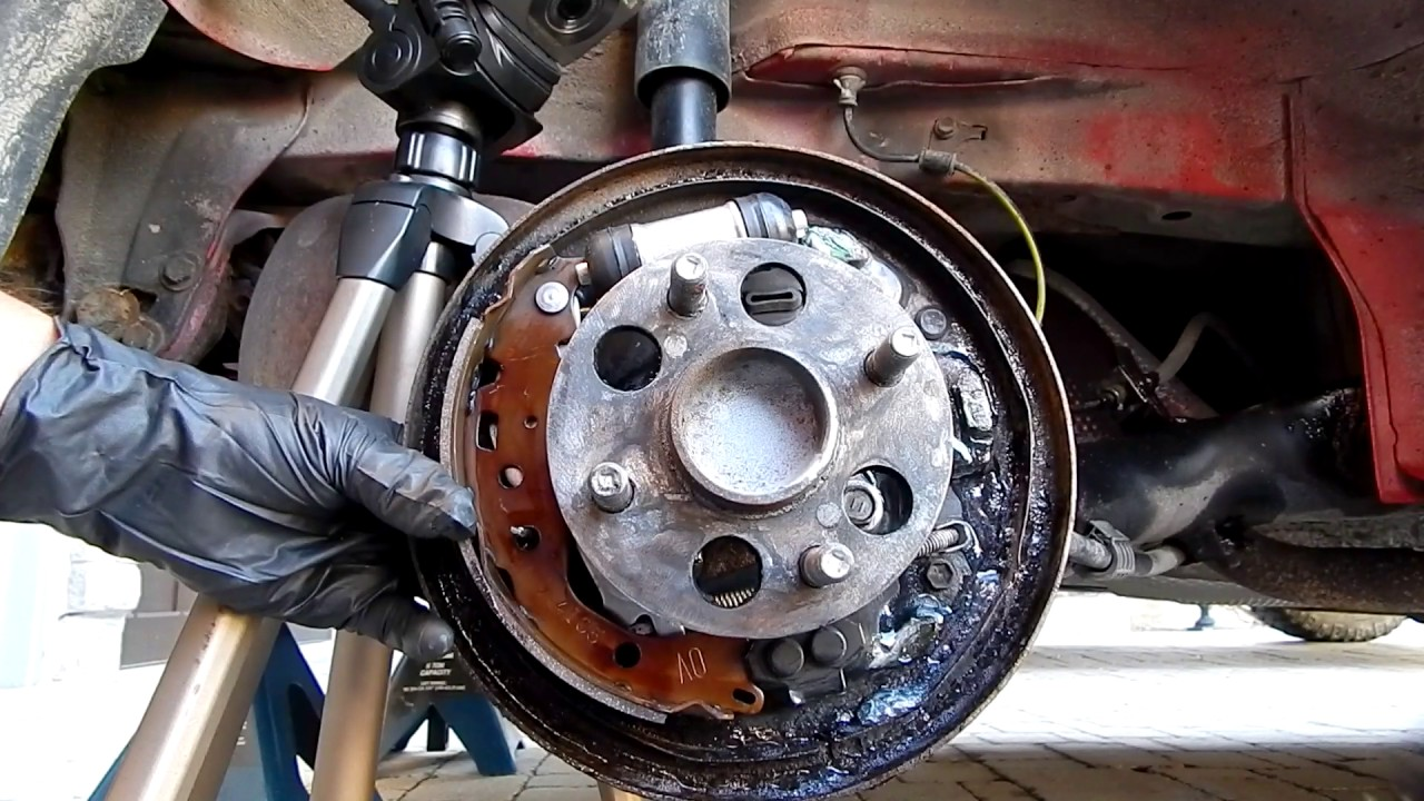 How To Replace Rear Brake Shoes In Toyota Yaris Youtube