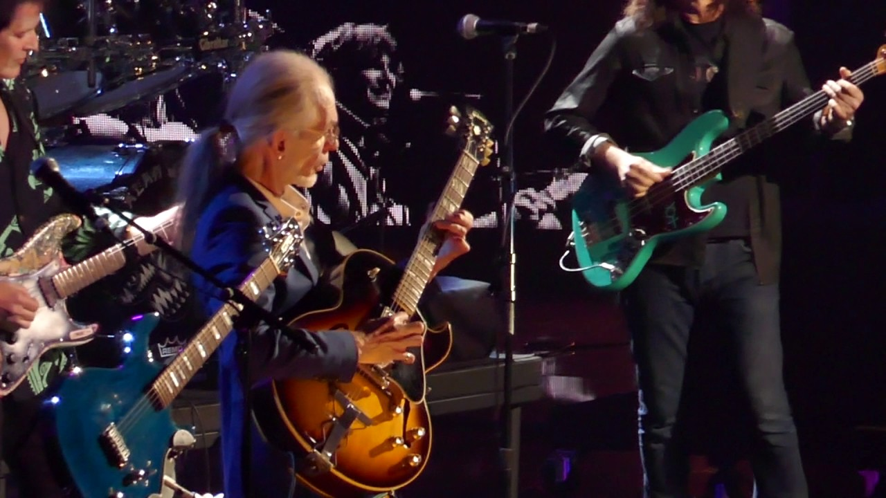 Yes Roundabout with Geddy Lee on Rock & Roll Hall of Fame 2017