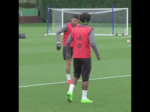 Willian &  Kenedy- No Ball No Worry
