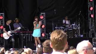 """Carly Rae Jepsen """"Guitar String Wedding Ring"""" Live in Vancouver"""