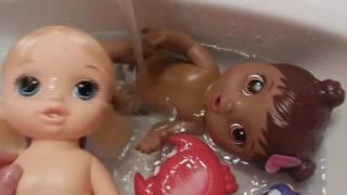 Baby Alives Opal and Tamara Get a Bath