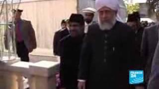 Les Ahmadies inaugurent leur première mosquée.flv
