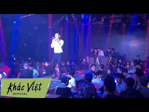 """Cả Quán Bar Quẩy Hết Mình Khi Khắc Việt Live """" Hỏi Thăm Nhau"""""""
