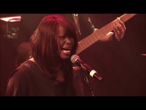 Sandra Mbuyi - Tu es Tout (Live)