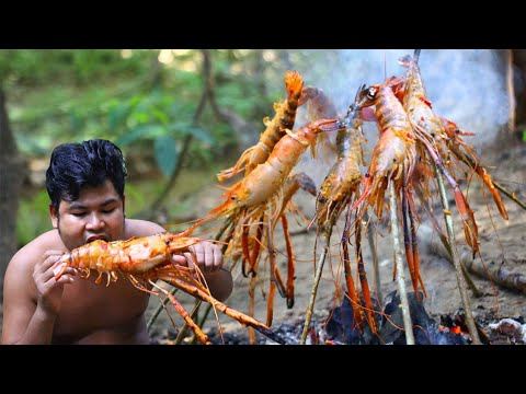 Cooking Blue GrayFish Lobster With Chili Sauce - Grilled GrayFish Eat With Spicy Sauce In Forest