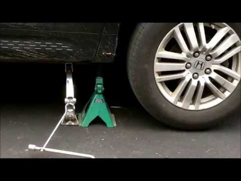 How to Change a Tire Quickly... Fix a Flat Tire