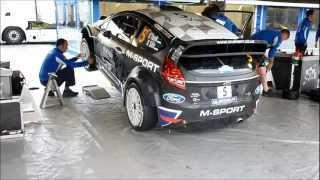 Fiesta WRC au stand et bruit moteur