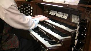 Diane Bish - Lo, how a rose e'er blooming [An Organist's Christmas 2011 - 01]