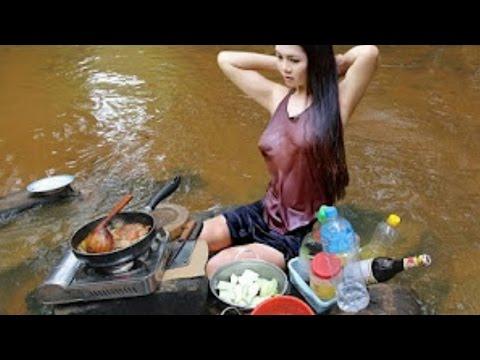 VIRAL VIDEO - Gadis Cantik Memasak Di Sungai