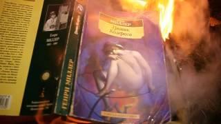 روسيا.. حرق كتب هنري ميلر في عيد المرافع  بدلا من حرق دمية من القش (فيديو)