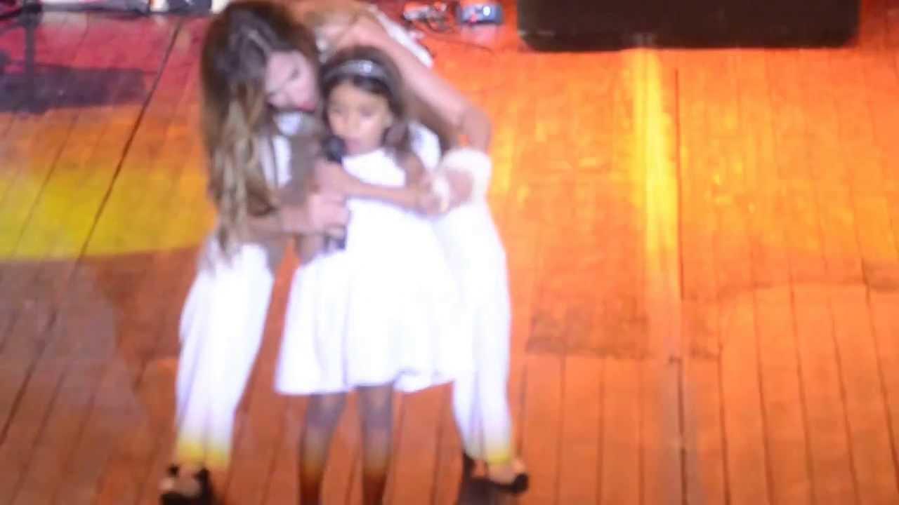 Άννα Βίσση - Τυραννιέμαι ft μικρή θαυμάστρια Άντρια, Άννα Με Πάθος Tour, Λάρνακα (29/07/2013)