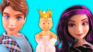 Descendants Mal & Evie Pregnant in Their Dream. Mal & Ben Show Baby To Maleficent & Belle. PART 3