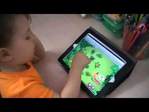 Мирон играет в Гусенички-обжорки - онлайн игру по обучению чтению