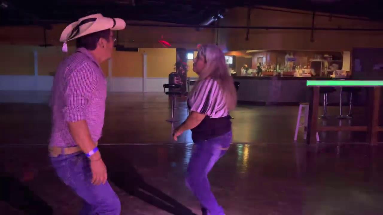 Echele Wache! tambien en Austin Texas se baila estilo Tierra Caliente!! Zeto Vargas y sus Calentanos