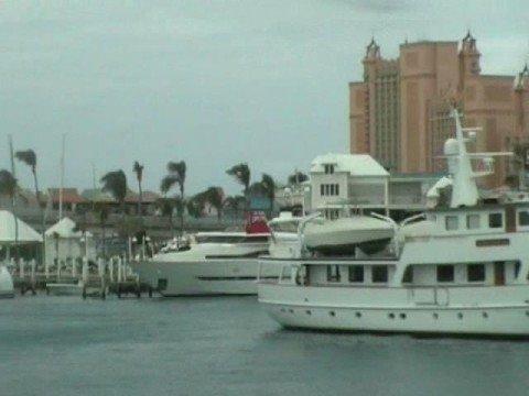 Celebrities luxury super Yachts at Atlantis Caribbean - Marine Insurance